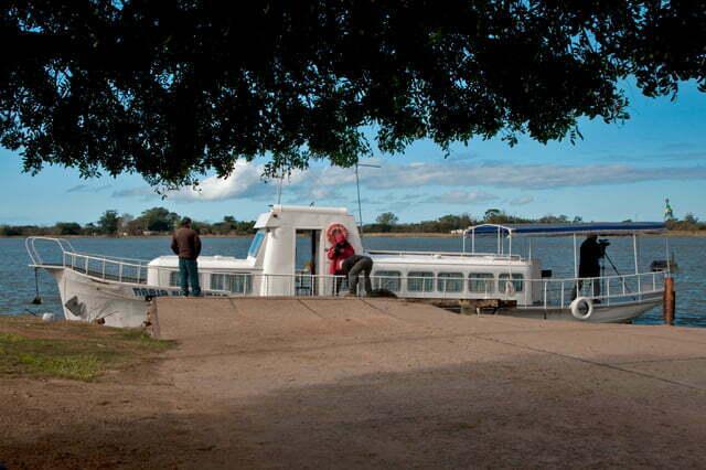 Estação Ecológica do TAIM, barco nas lagoas do Rio Grande do Sul.