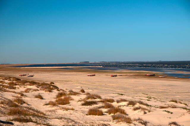 Cena da praia da Capela, nas margens da Lagoa Mirim, RS