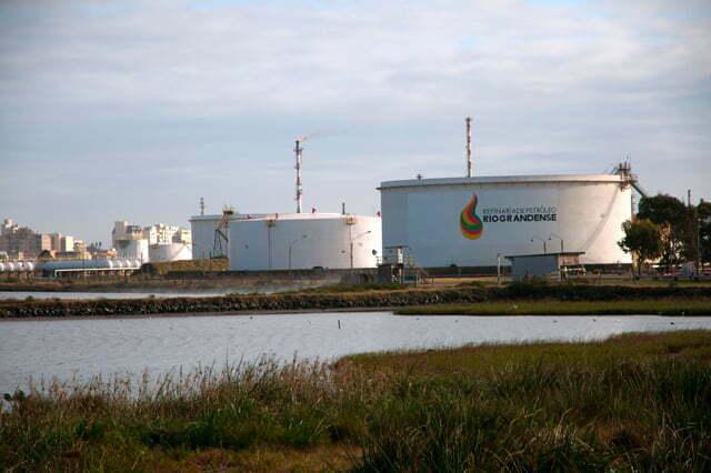 Estação Ecológica do TAIM, imagem da refinaria Rio Grande