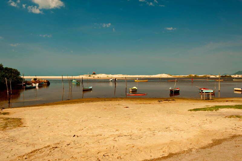 Canoas típicas praia Guarda do Embaú, Apa da Baleia Franca